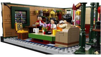 Matthew Perry geeft Chandler nieuwe rol in LEGO Ideas Friends 21319 Central Perk