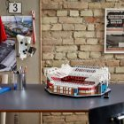 Peter Schmeichel brengt LEGO Creator Expert 10272 Old Trafford naar Manchester