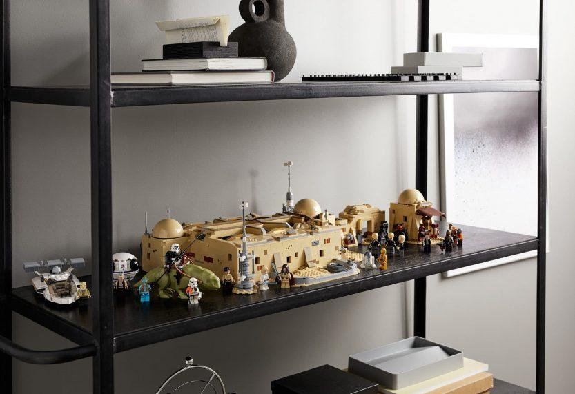 LEGO Star Wars 75290 Mos Eisley Cantina nu te koop met Yoda's Lightsaber 5006290 als cadeau (GWP)