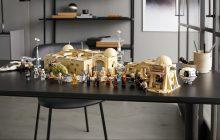 LEGO Star Wars 75290 Mos Eisley Cantina nu te koop met gratis Lightsaber van Yoda