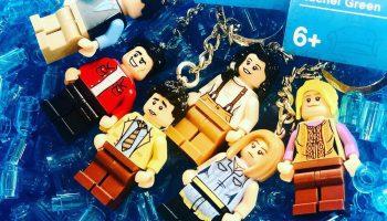 LEGO Ideas Friends-sleutelhangers nu te koop in LEGO Shop