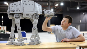 'LEGO 40483 Luke Skywalker's lightsaber als cadeau bij aanschaf LEGO Star Wars 75313 AT-AT'