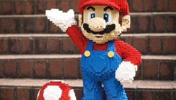 Bouw je eigen levensgrote LEGO Mario en Super Mushroom